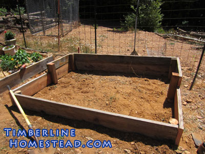 diy-wood-raised-garden-bed